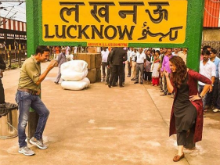 Akshay Kumar Tweets Pic of His 'Jolly Good Time' at Lucknow Rail Station