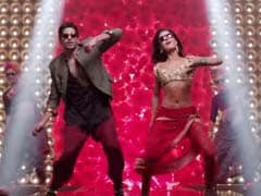 Five Videos That Prove Everyone's Got Their <i>Kala Chashma</i>s On