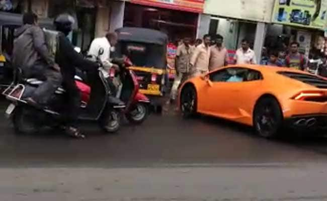 rs 5 crore lamborghini crashes into an auto in mumbai here 39 s why the car isn 39 t child 39 s play. Black Bedroom Furniture Sets. Home Design Ideas
