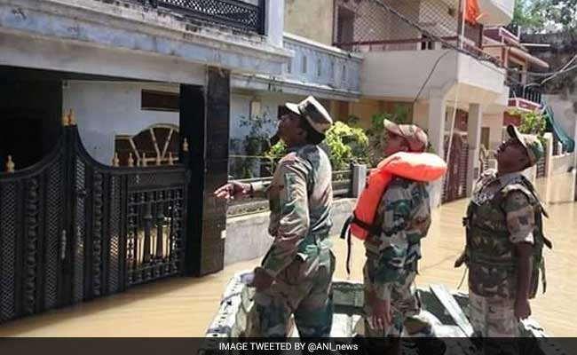 At least 30 dead in India floods