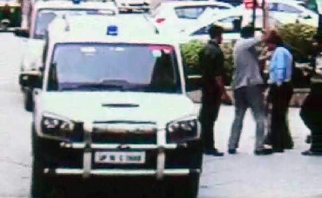 On Camera, Minister Mahesh Sharma's Staff Slaps Guards Who Stopped His Car
