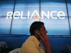 Reliance Communications Shares Extend Losses; End Over 3% Lower