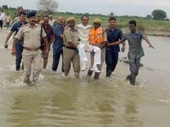 Chief Minister Shivraj Chouhan Gets A 'Lift' From Cops In Flood-Hit Madhya Pradesh