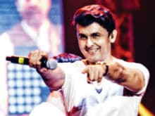 How Sonu Nigam Recorded 40 Songs Despite Being Bedridden For 5 Months