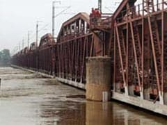 Old Yamuna Bridge Closed After Water Crossed Danger Mark