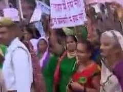 अमेठी में महिला प्रदर्शनकारियों ने रोका राहुल गांधी का काफिला, 'हमें अपने सांसद से मिलना है'