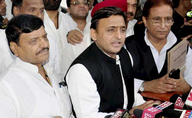 Fireworks as Mulayam, Akhilesh spat; Shivpal in fury (Afternoon Lead)
