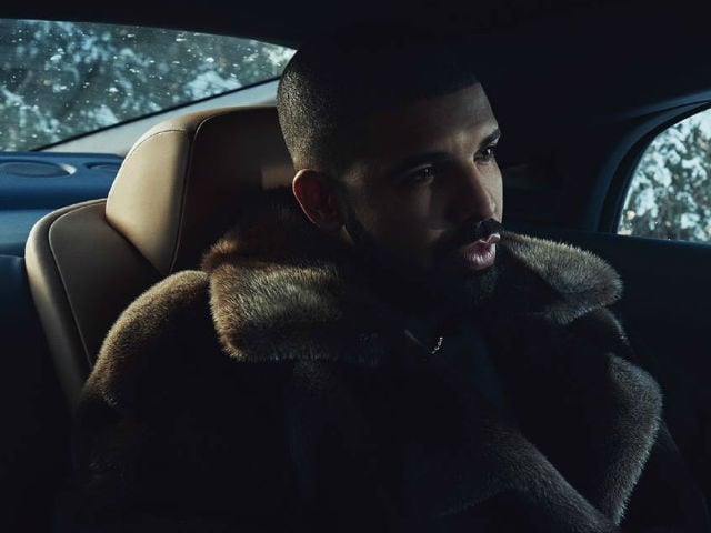 Apple CEO Tim Cook rewards Drake for reaching one billion streams