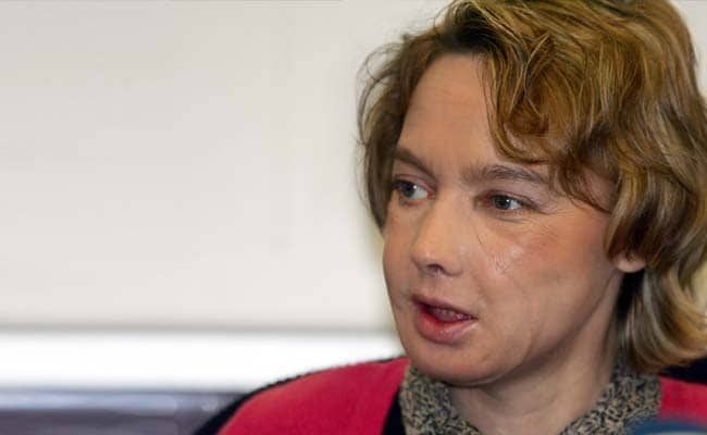 Woman who received world's 1st face transplant dies
