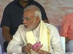 Prime Minister Modi Served Traditional Kerala 'Sadya'