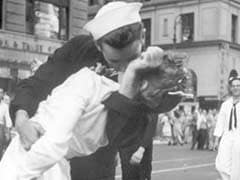 Nurse Kissing A Sailor In Iconic World War II Photo Dies At 92
