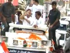 'किसान यात्रा' कर रहे राहुल गांधी पर फेंका गया जूता | कांग्रेस ने BJP-RSS पर लगाया आरोप