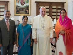 Sushma Swaraj Calls On Pope Francis At Vatican