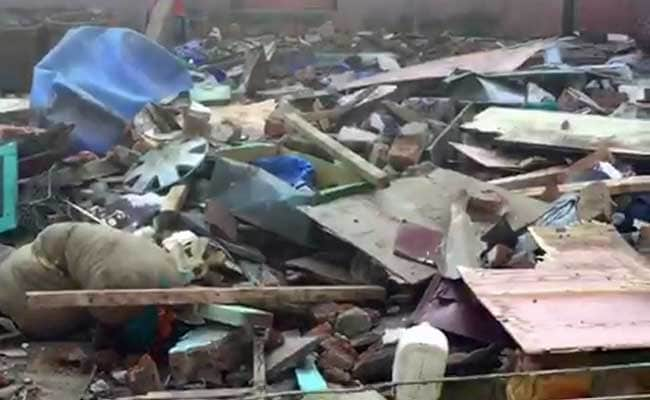 Building collapses in Mumbai, two feared trapped