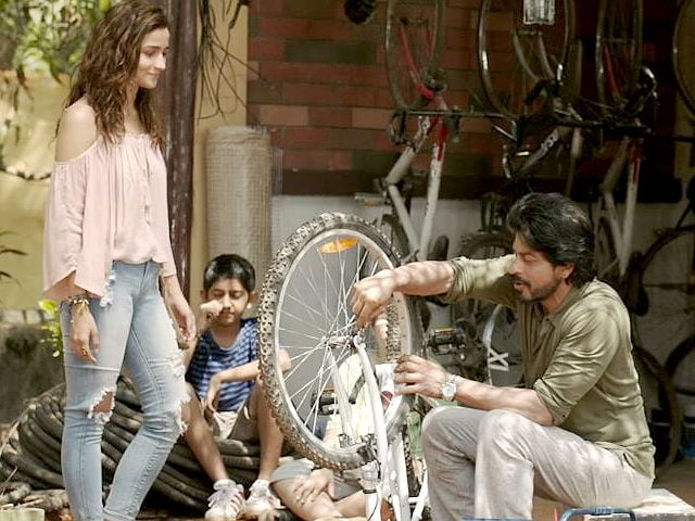 Dear Zindagi Take 2: Shah Rukh Recycles Alia's Not-So-Good Jokes