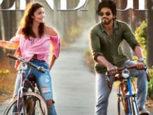 Dear Zindagi First Look: Shah Rukh Khan, Alia Bhatt Drive Your Blues Away