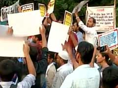 JNU Students Protest Outside Police Headquarters Over Missing Student