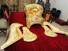 KCR Keeps Vow, Telangana Pays 3 Crores For 11 Kg Gold Crown For Goddess