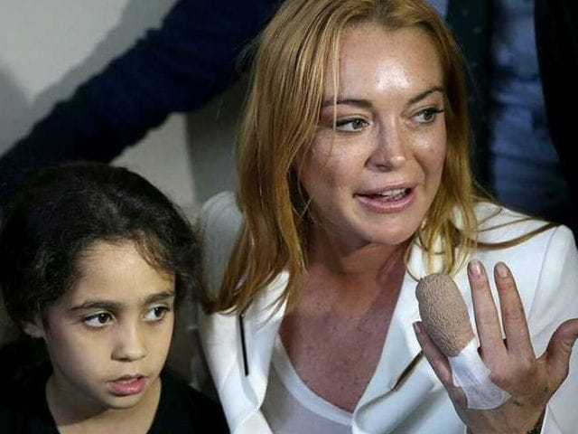 Lindsay Lohan Resumes Charity Work After Surgery