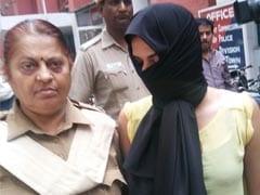 Delhi University ,mobile thief,मोबाइल चोरी,आरोप,दिल्ली युनिवर्सिटी,ग्रेजुएट महिला