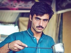 Blue-Eyed Pakistani <i>Chaiwala</i> Becomes Internet Sensation