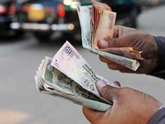 Rupee Weakens 4 Paise At 66.87 Against Rising Dollar