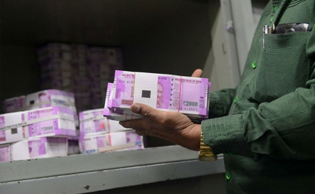 Russia Fumes At Notes Ban, Says Hardly Enough To 'Pay For Decent Dinner'