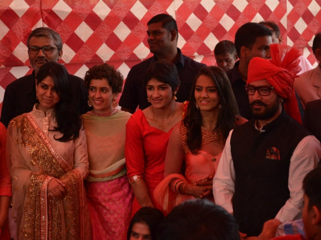 Aamir Khan surprises guests at wedding of Geeta Phogat