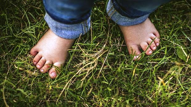 Little Evidence for Risks, or Benefits, of Habitual Barefootedness