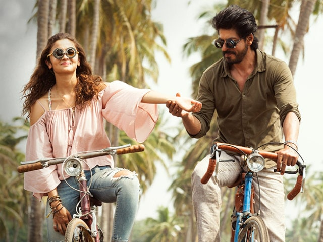 Dear Zindagi: Stars Review Shah Rukh Khan, Alia Bhatt's New Film