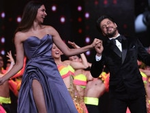 Shah Rukh Khan, Lord of the Dance, Jigs With Deepika, Madhuri, Sridevi