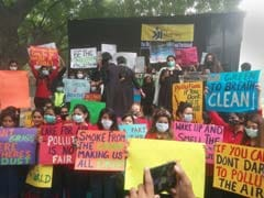 Hundreds Protest Over Delhi's Poor Air Quality At Jantar Mantar