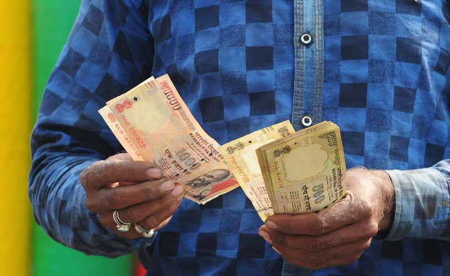 India withdraws all 500 and 1000 rupee notes from circulation