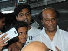 Rajinikanth Was Crowded by Selfie-Seekers at Mumbai Airport