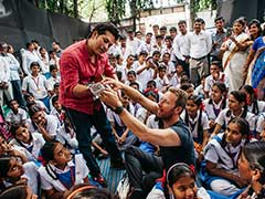 Sachin Tendulkar Exchanges Bat For Guitar, Coldplay's Chris Martin The Tutor