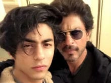 Shah Rukh Khan's Selfie With Son Aryan. Mushkil to Decide Who is Cooler