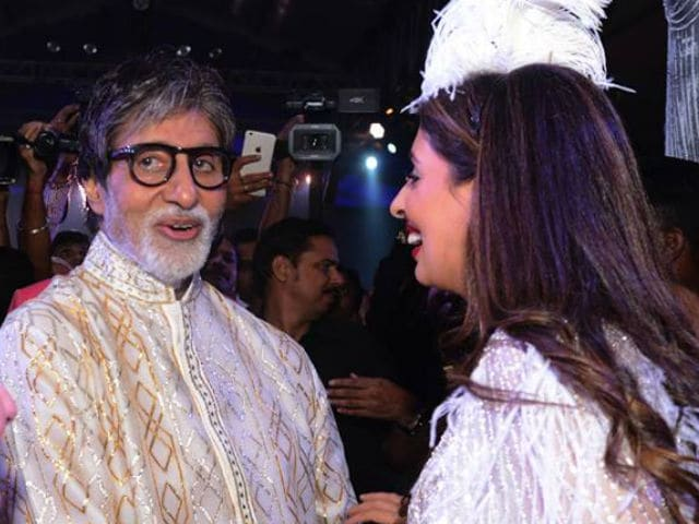 Amitabh Bachchan Captures Many Moods of Daughter Shweta on The Ramp
