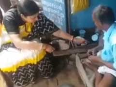 Smriti Irani Gives Cobbler Rs 100 For Fixing Slippers. Incident Goes Viral