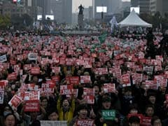 Tens Of Thousands In South Korea Call For President To Quit