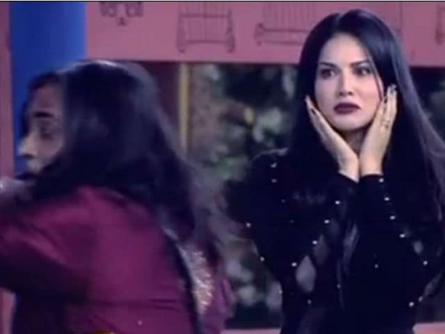 Bigg Boss 10: Swami Om Allegedly Touched Sunny Leone 'Inappropriately'