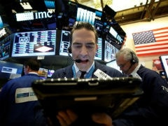 Wall Street Slips As Banks, Discretionary Stocks Drag