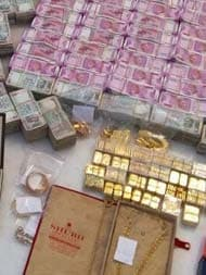 Rs 5.7 Crore New Notes, 32 Kg Of Gold Found In Hawala Dealer's Bathroom Safe
