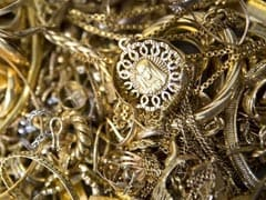 Gold, Silver Weaken On Muted Demand