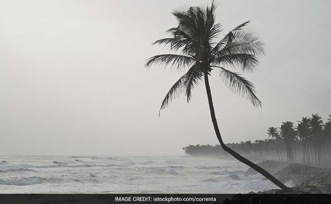 Cyclone batters south India coast killing four