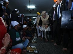 PM Modi Vists Golden Temple, Serve 'Langar'