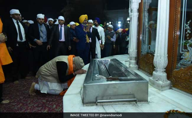 Modi reaches Amritsar, will open global meet on peace