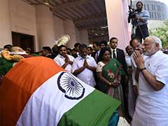 Tamil Nadu Chief Minister O Panneerselvam Breaks Down As PM Modi Pays Tribute To Jayalalithaa