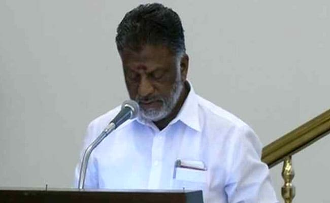 ओ पनीरसेल्वम बने तमिलनाडु के नए CM, भावुक होकर ली शपथ