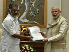 पीएम मोदी से मिले पन्नीरसेल्वम, चक्रवात राहत के लिए 1,000 करोड़ रुपये और जयललिता के लिए भारत रत्न की मांग की