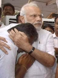 As PM Paid Tribute to Jayalalithaa, He Hugged Chief Minister Panneerselvam